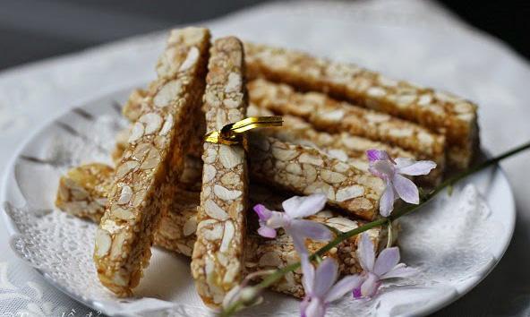 Nguyên liệu làm kẹo Sìu châu rất dễ kiếm, gồm lạc, vừng, đường, mạch nha